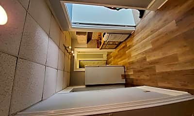 Bathroom, 97 Columbia St, 2