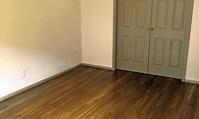 Bedroom, 3516 Russell Blvd, 1