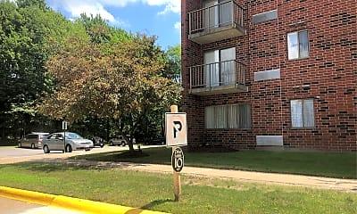 Lawrence Saltis Plaza, 2