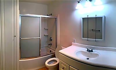 Bathroom, 943 N Louise St 2, 2