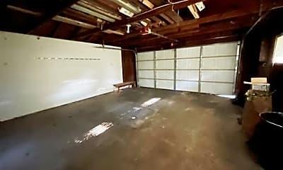 Garage 2.jpg, 6660 Dartmoor Road W, 2