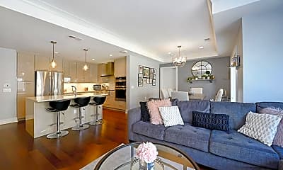 Living Room, 150 Henley Pl 210, 1