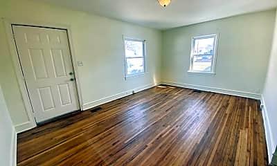 Living Room, 120 E Edgewood Dr, 1
