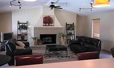Three Oaks Apartments, 2
