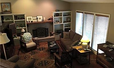 Living Room, 711 E Calvin St, 0