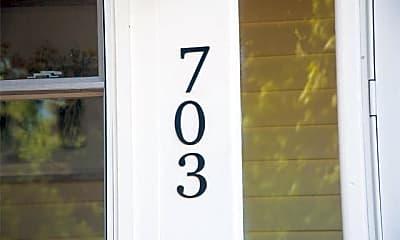 Bathroom, 703 1st St, 2