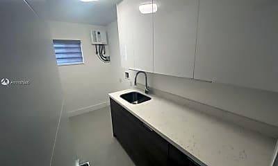 Bathroom, 606 NW 3rd Ave, 2