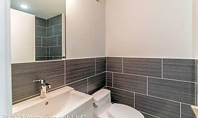 Bathroom, 2247 N Franklin St, 2
