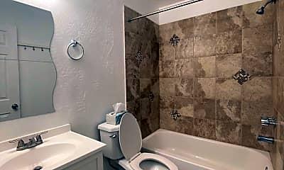 Bathroom, 601 W 5th St, 2