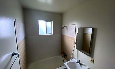 Bathroom, 930 West St, 2