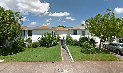 Living Room, 803 N Grandview Ave, 2