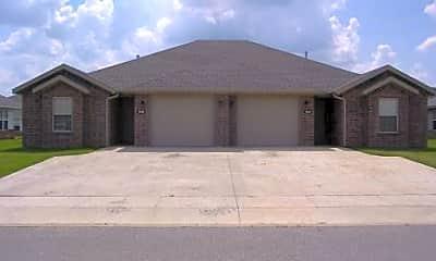 Building, 926 Oakwood Ln, 1