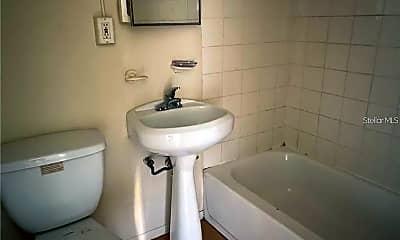 Bathroom, 1122 E Anderson St, 2