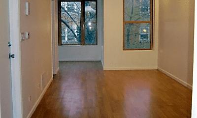 Living Room, 1008 N Hoyne Ave, 1