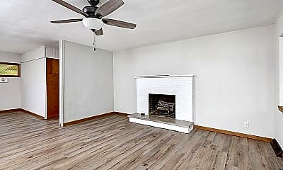 Living Room, 526 N Oak Grove Ave, 1
