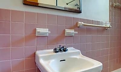 Bathroom, 90 Virginia St, 2