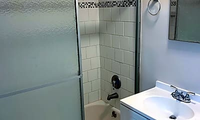 Bathroom, 2401 H St NW 612, 2