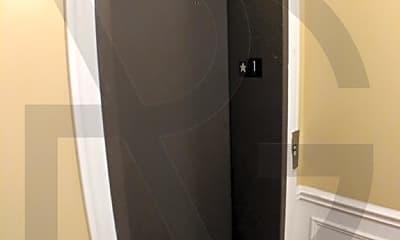 Bathroom, 2535 N Southport Ave, 2