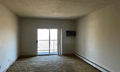 Living Room, 580 Salem St, 1