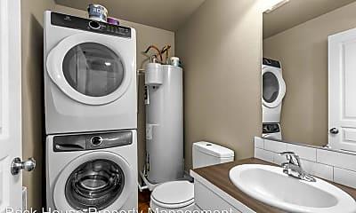 Bathroom, 855 NW Ogden Ave, 2