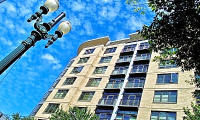 Building, Burlington Tower - Luxury Apartment Homes in The Pearl, 1