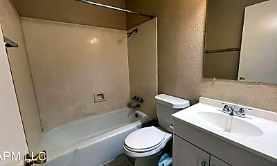 Bathroom, 2500 Oliver Rd, 2