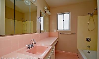 Bathroom, 1065 E 3rd St, 2
