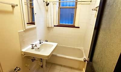 Bathroom, 834 W Fullerton Ave C, 2