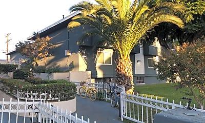 Menlo Apartments USC, 1