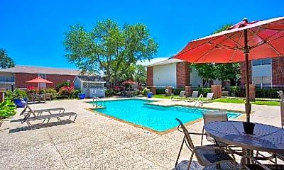 Pool, 400 SW Gordon St, 1