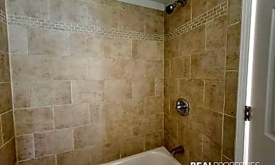 Bathroom, 3457 N Sheffield Ave, 2