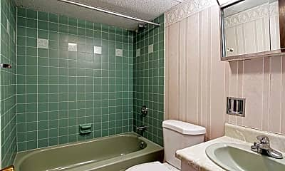 Bathroom, Lincoln Lee Manor, 2