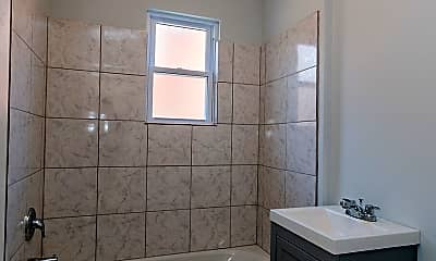 Bathroom, 529 16th St NE, 2