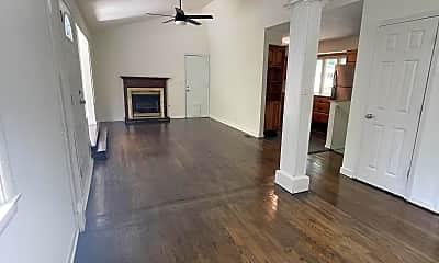 Living Room, 605 NE Short St, 1