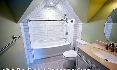 Bathroom, 907 4th Ave NW, 2