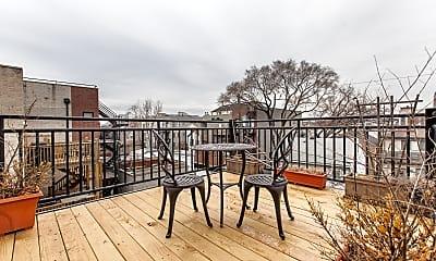Patio / Deck, 928 N Wood St 3, 2