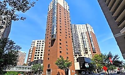 Building, 900 N Stafford St 1202, 1