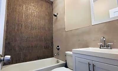 Bathroom, 290 21st St 2R, 2