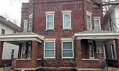 Building, 626 S Center St, 2
