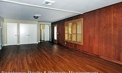 Living Room, 746 N Cambridge St, 2
