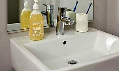 Bathroom, Grand27, 2