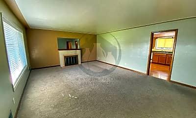 Living Room, 4033 Carolina Ave NE, 2