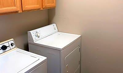 Bathroom, 950 W Eagle St, 2