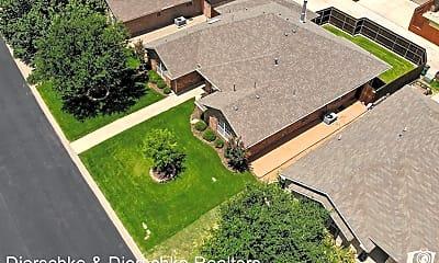 Building, 4917 Royal Oak Dr, 1