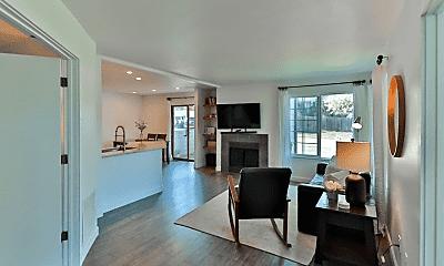 Living Room, 2734 Montague Dr, 2