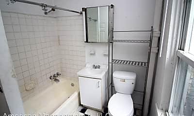 Bathroom, 939 N Calvert St, 2