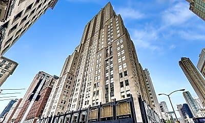 Building, 159 E Walton Pl #5A, 1
