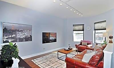 Living Room, 5218 N Kenmore Ave, 1