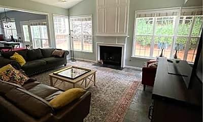 Living Room, 2105 Vistoria Dr, 1