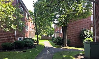 Lakeview Avenue Apts, 2